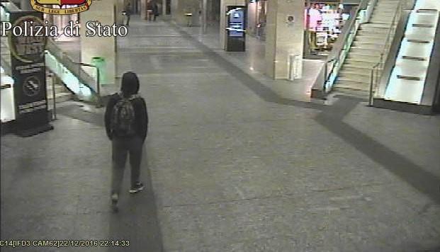 Ein Bild aus einer Überwachungskamera zeigt Anis Amri am Turiner Bahnhof Porta Nuova.