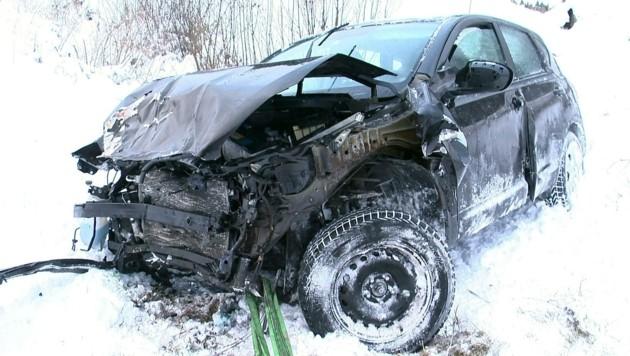 Der Wagen wurde bei der Kollision demoliert.