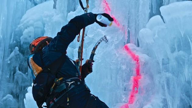 Beim Eiskletterbewerb muss eine vorgegebene Route bewältigt werden