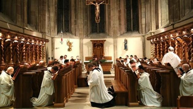 Die Mönche beten nach dem Anschlag in Berlin. (Bild: Facebook.com/Stift Heiligenkreuz)