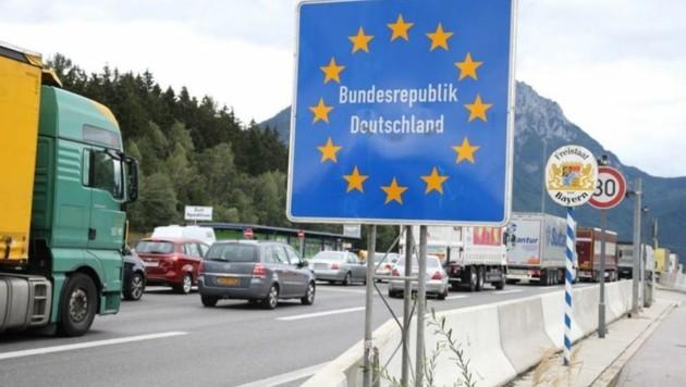 Viele Studenten pendeln täglich oder wöchentlich über die deutsche Grenze. (Bild: Franz Neumayr)