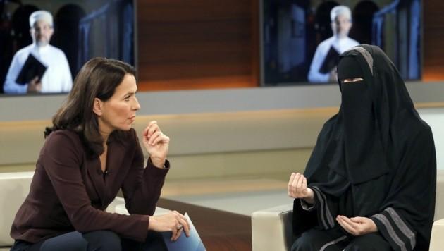 Vollverschleiert war Nora Illi in der Talkshow von Anne Will zu Gast. (Bild: APA/NDR/Wolfgang Borrs)