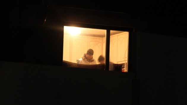Die Spurensicherung am Tatort (Bild: Andi Schiel)