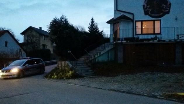 Sechs Tote wurden in dem von der Familie bewohnten ehemaligen Gasthof gefunden. (Bild: Einsatzdoku.at)