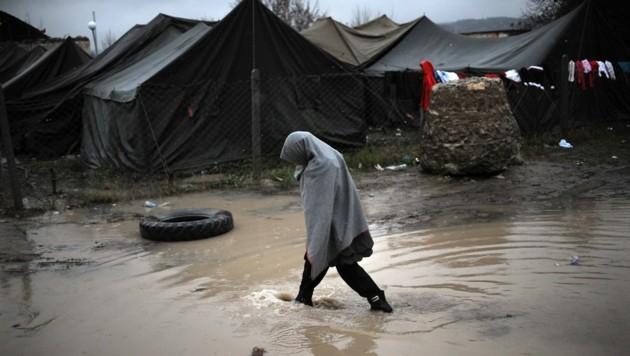Ein Flüchtling im bulgarischen Lager Harmanli (Bild: NIKOLAY DOYCHINOV/AFP/picturedesk.com)