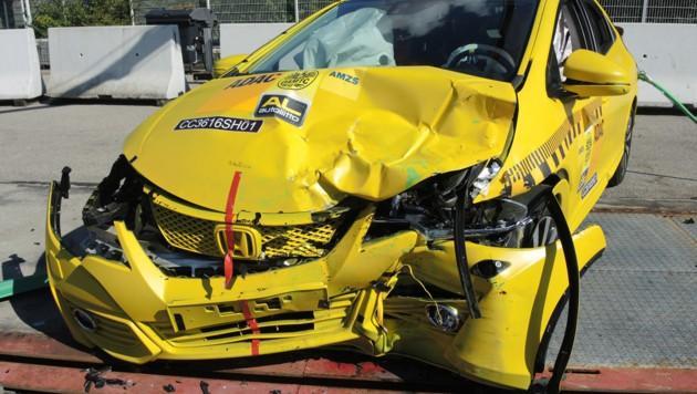 Honda Civic nach dem Crash gegen den Smart Fortwo