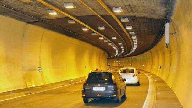 Der Tunnel war für rund 35 Minuten gesperrt (Bild: Roland Holitzky)