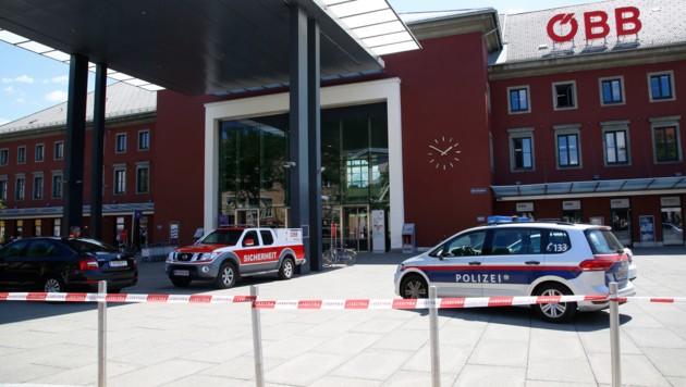 Schon im Juli rückte die Polizei nach einer Bombendrohung zum Klagenfurter Bahnhof aus.