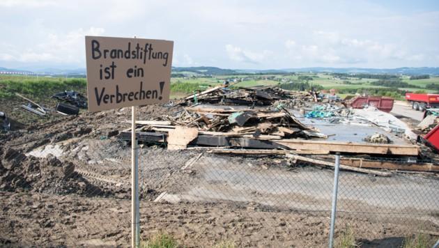 Die niedergebrannte Asylunterkunft in Altenfelden