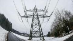 Der Verbund will im Herbst mehr als 400 Strommasten aufstellen (Bild: Markus Tschepp)