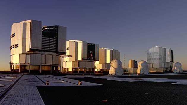 Die vier Hauptteleskope des Very Large Telescope der ESO in Chile (Bild: ESO/Y. Beletsky)