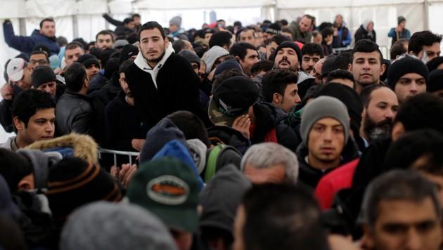 Wartende Flüchtlinge in Berlin im Jahr 2016