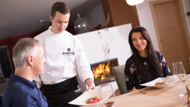 Michael Rössl (25) kocht in privaten Küchen. Die Nachfrage ist groß. (Bild: Kump.Photography)