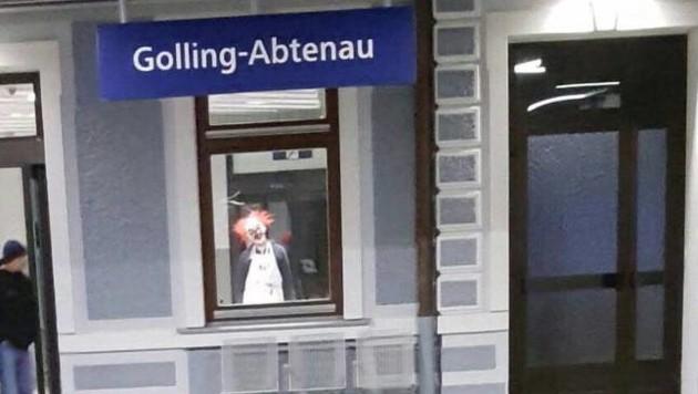 Der Horror-Clown am Bahnhof (Bild: Privat)