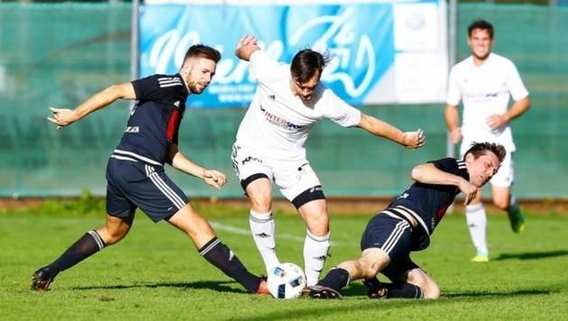 Tamswegs Zoran Draca (M.) hatte alles im Griff, die Lungauer schlugen Schwarzach mit 4:1. (Bild: Gerhard Schiel)