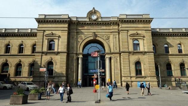 Am Hauptbahnhof von Magdeburg griffen die Neonazis die Polizei an.