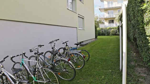 Im Garten von dieser Wohnanlage in Innsbruck wurde die 52-jährige Frau mehrfach vergewaltigt.