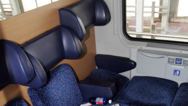 In einem Zugabteil wie diesem kam es zu dem Übergriff auf die 16-Jährige. (Bild: Zwefo (Symbolbild))