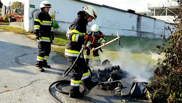 Die Freiwillige Feuerwehr brachte den Brand rasch unter Kontrolle (Bild: FF Heiligenkreuz am Waasen)