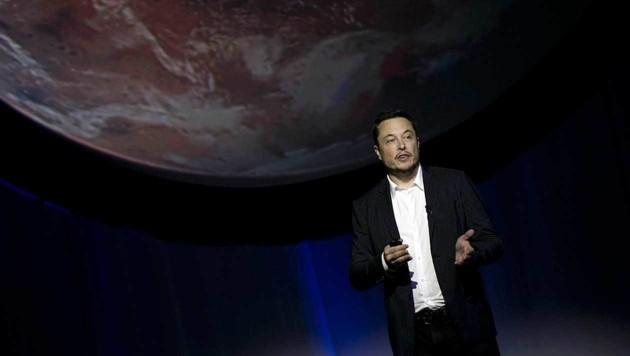 Elon Musk präsentiert seine Mars-Pläne. (Bild: ASSOCIATED PRESS)
