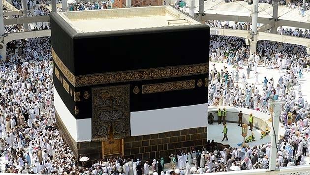 Die Kaaba im Innenhof der Heiligen Moschee in Mekka ist das zentrale Heiligtum des Islam. (Bild: APA/EPA/Ali Hassan)
