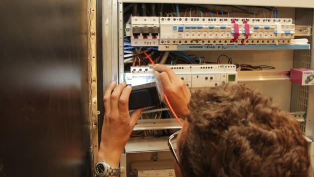 Vorsicht ist bei Arbeiten mit Strom geboten (Bild: Jürgen Radspieler)