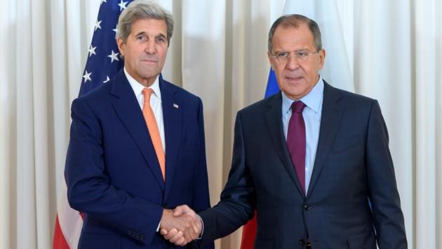 Die Außenminister John Kerry (USA) und Sergej Lawrow (Russland) in Genf (Bild: AP)