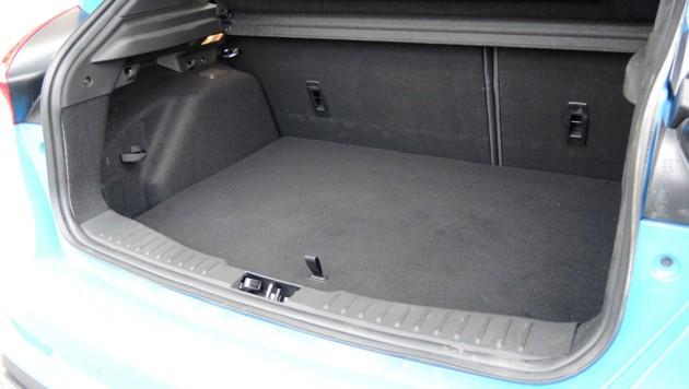 In den Kofferraum passen 260 bis 1045 Liter.