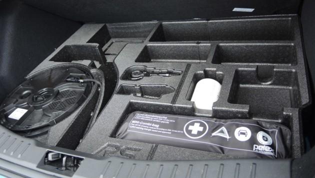 Unterm Kofferraumboden ist auf-, aber auch vollgeräumt. Inklusive Subwoofer.