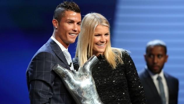 Ronaldo mit Ada Hegerberg, Europas Fußballerin des Jahres