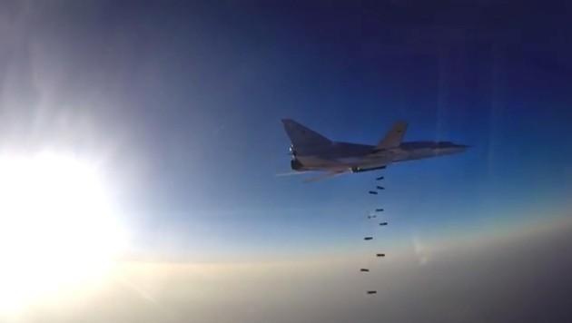 Russischer Kampfbomber bei einem Angriff in Syrien