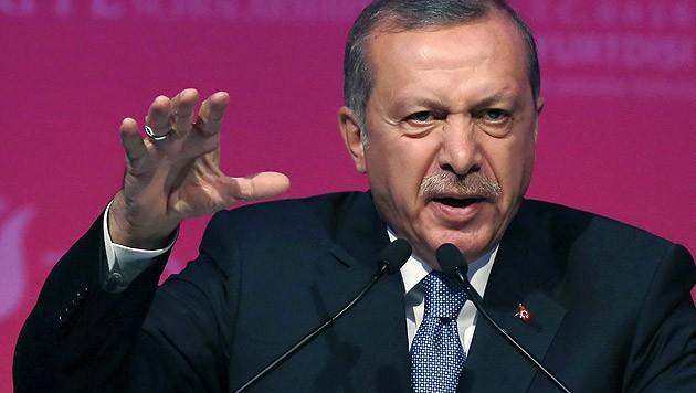 Der türkische Staatschef Erdogan führt ein strenges Regiment gegen die kurdische Minderheit. (Bild: AP)