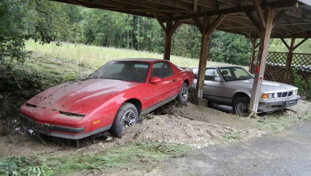 Beinahe wurden in Altendorf sogar Autos weggespült. (Bild: Evelyn Hronek)