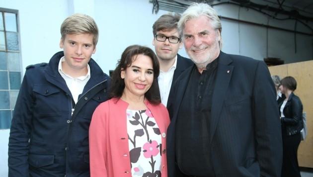 Peter Simonischek, seine Frau Brigitte Karner sowie ihre Söhne Kaspar (links) und Benedikt (mitte) (Bild: FRANZ NEUMAYR / APA / picturedesk.com)