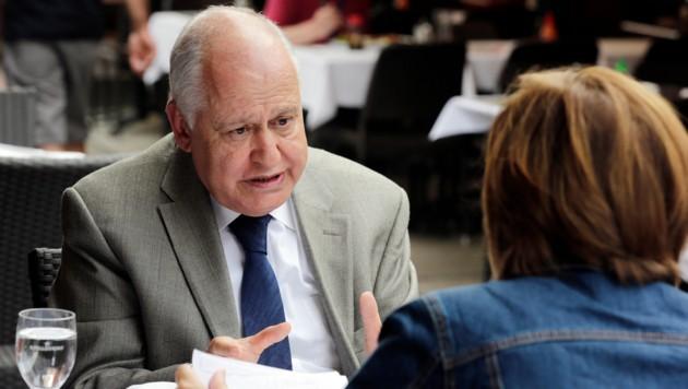 Botschafter Gögüs im Gespräch mit Conny Bischofberger