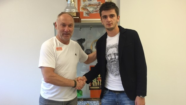 Neo-Rapidler Giorgi Kvilitaia mit Sportchef Andreas Müller (Bild: SK Rapid)