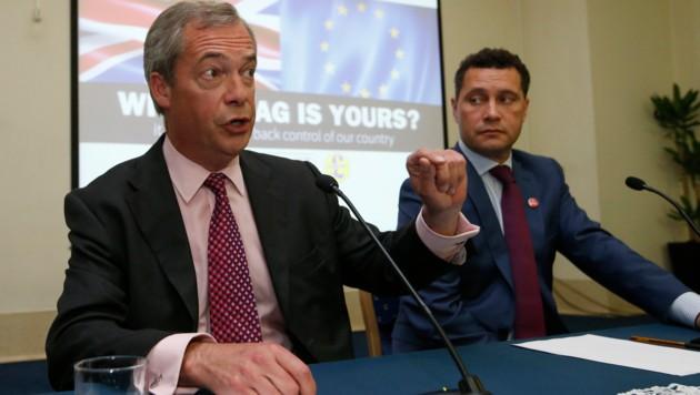 Nigel Farage in einer gemeinsamen Pressekonferenz mit Steven Woolfe