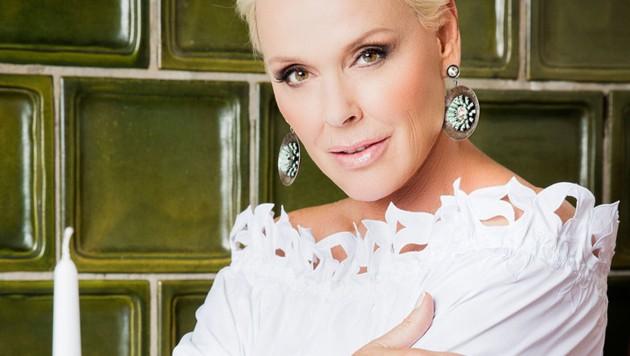 """Hollywood-Star Brigitte Nielsen moderiert """"Wirt sucht Liebe"""". (Bild: RTL II)"""