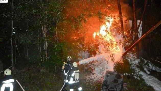 Mit Löschschaum konnte der Lkw-Brand eingedämmt werden