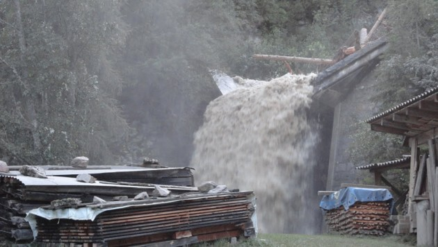 Im Salzburger Bad Gastein kam es zu sintflutartigen Regenfällen. (Bild: FF Bad Gastein)