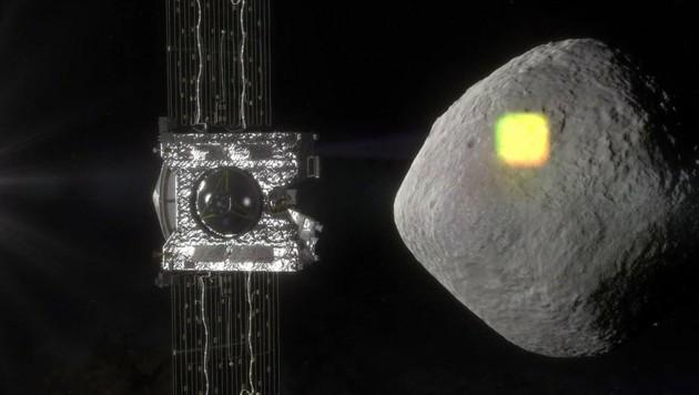 """Illustration: Die Sonde """"OSIRIS-REx"""" bei der Kartierung von Bennu"""