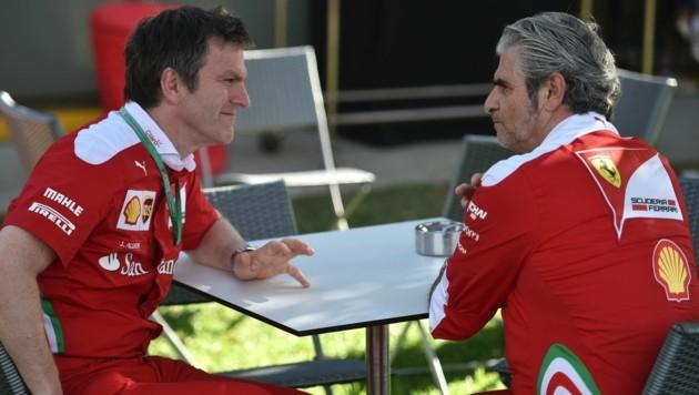 Allison (links) mit Ferrari-Teamchef Arrivabene: Die Ehe ging in die Brüche. (Bild: APA/AFP/PETER PARKS)