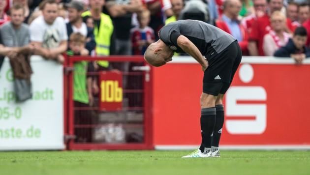 Robben muss gegen Lippstadt verletzt vom Platz.