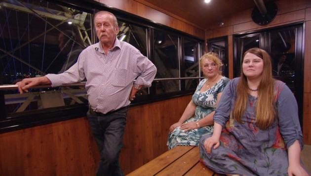 Kampusch mit ihrem Vater und dessen Frau (Bild: APA/ORF/ORF)