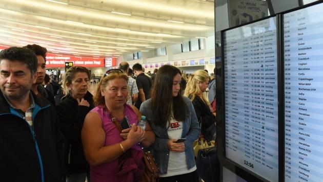 Touristen am Flughafen Wien