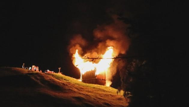 In Sillian setze ein Blitz einen Schuppen in Brand