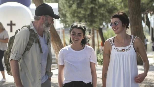 Liam Cunningham, Maisie Williams und Lena Headey beim Besuch eines Flüchtlingscamps in Griechenland
