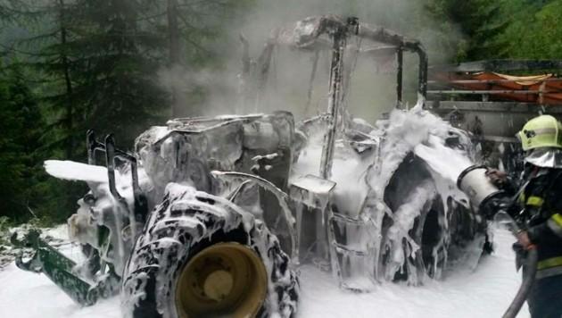 So schaut es aus, wenn ein brennender Traktor gelöscht wurde (Symbolbild) (Bild: FF Mallnitz)