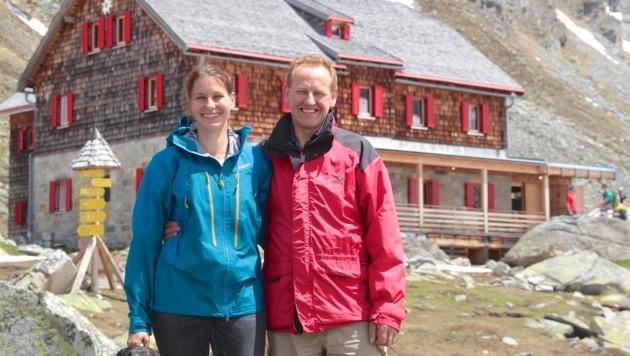 Hans und Manuela Fleißner freuen sich auf viele Gäste, die sie am Arthur-von-Schmid-Haus besuchen (Bild: Hannes Wallner)