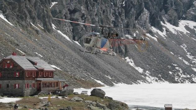 Der Großeinkauf wird in Bigbags geladen und danach hinauf zur Schutzhütte geflogen (Bild: Hannes Wallner)